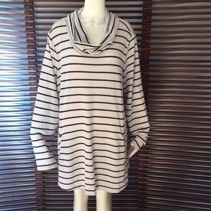Tops - 🎉NEW LISTING!🎉Stripe top